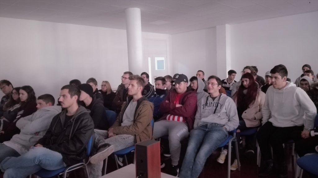 Alumnos de Cesur en la charla de Gonzalo Ballester